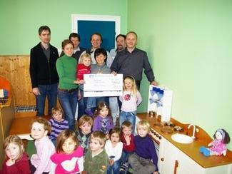 """2010 bauproma spendet 800,00 € dem Kindergarten """"Maria Schutz"""" Riedenburg"""